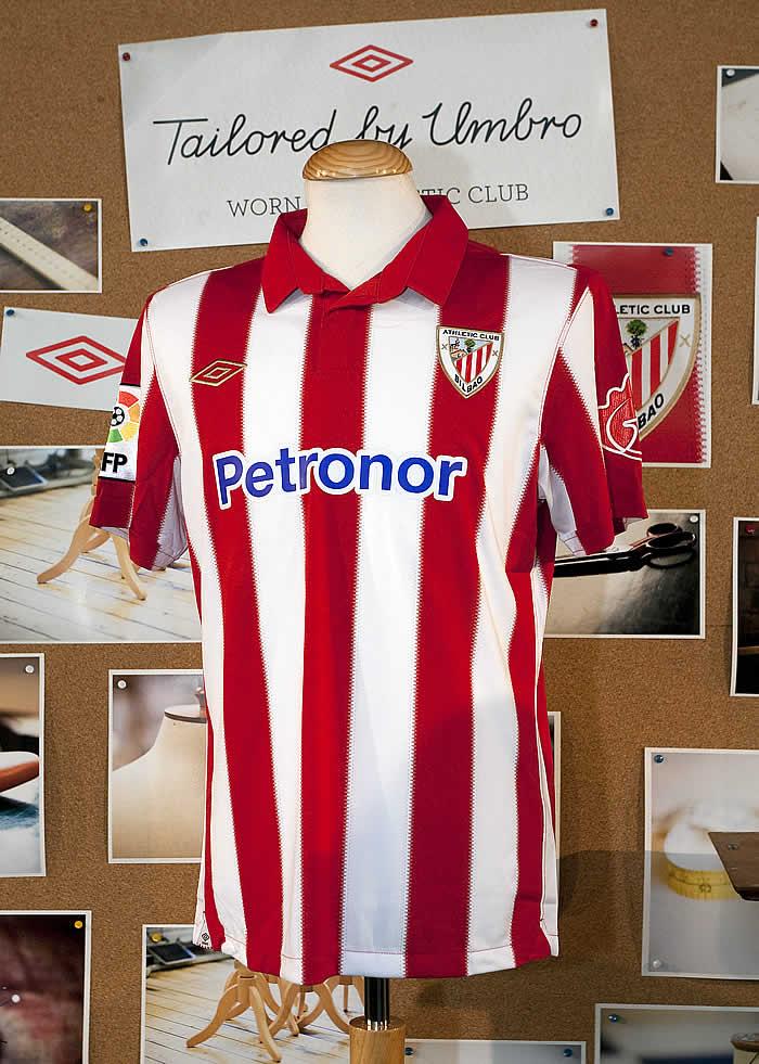 d4c4c045ef962 Athletic enseña su nueva camiseta en una atmósfera de tradición y modernidad