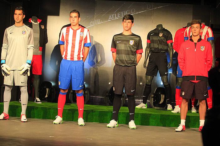El Atleti presentó el nuevo uniforme para la 2012-13 - AS.com a55c58549721f