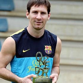 Lionel Messi wins the 'Onze d'Or' for third consecutive year