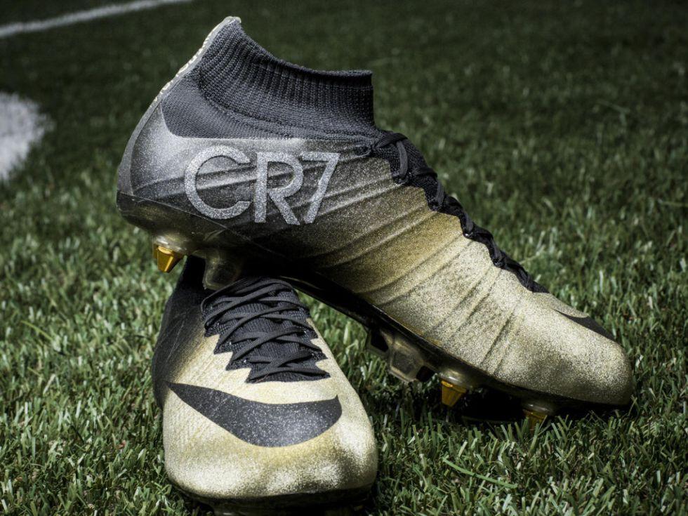 Botas doradas para Cristiano Ronaldo 35ecdb899cdbe