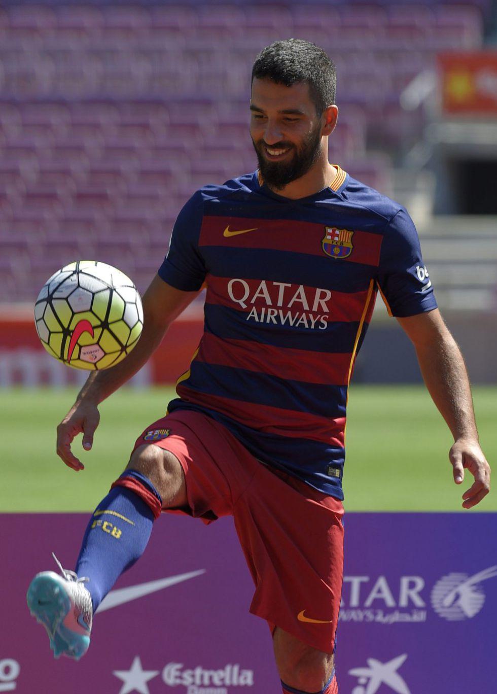 Barcelona Arda Turan heredará el número  7  que dejó huérfano Pedro ... 4bbfc2b2e8f68