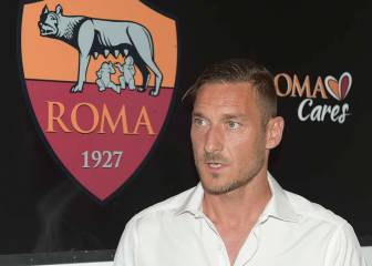 Totti renews contract with Roma despite Spalleti row