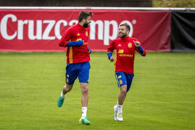 Piqué and Jordi Alba looks up to team-mate Piqué.
