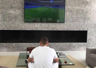 Benzema supports his countrymen from the sofa