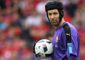 Iniesta among best ever - Cech