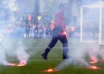 Flares thrown onto pitch halt Czech Republic - Croatia