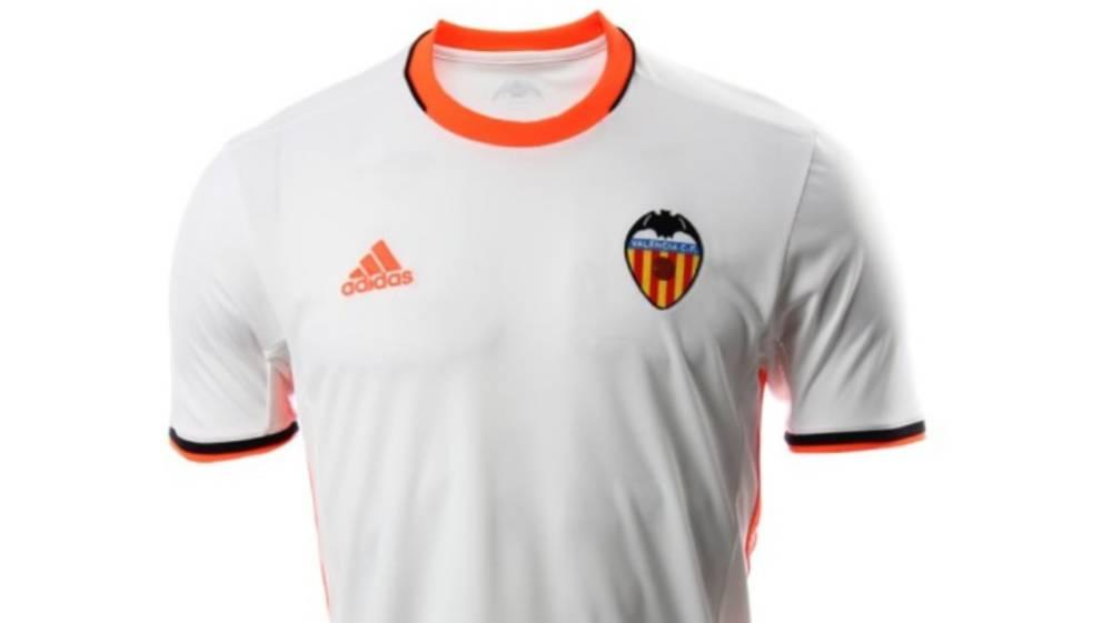 Desvelada la nueva camiseta que lucirá el Valencia b639ef1d4ec9d