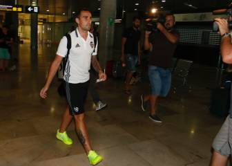 Alcácer omitted from Valencia squad ahead of Barça move