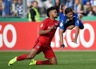Red rag to a ball: Frankfurt's Hector sent off twice in a row