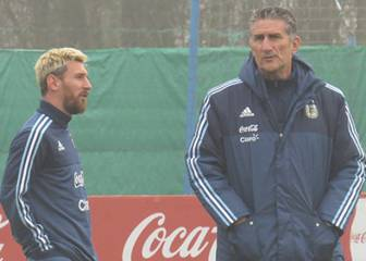 Messi spends training session chatting with Bauza