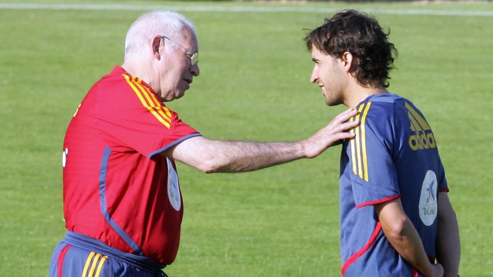 ¿Cuánto mide Luis Aragonés? 1473237091_988492_1473237165_noticia_normal