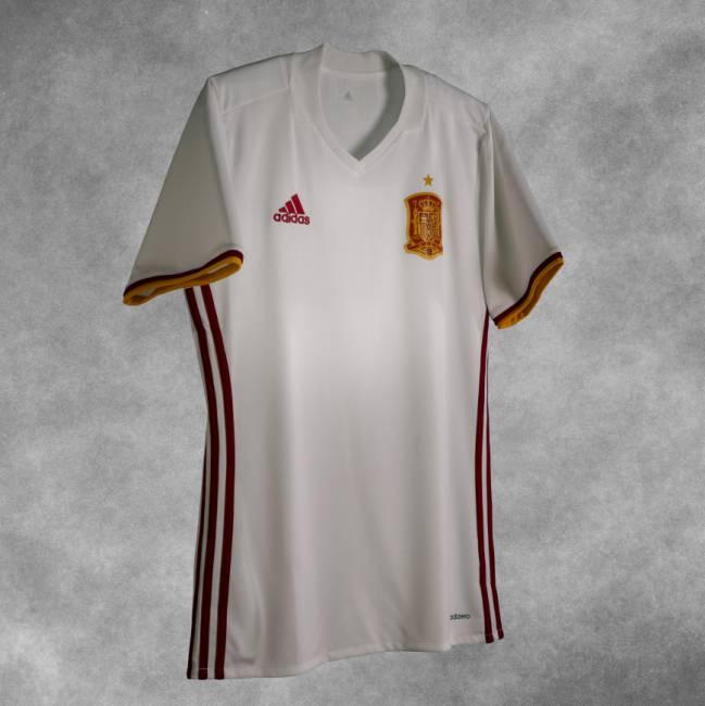 Nueva camiseta de la selección española. Etiquetado en  Selección española  fútbol ... 22c35f127cd01