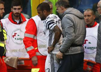 Dani Alves suffers leg break in Juventus defeat at Genoa