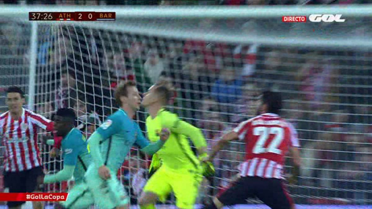 Aduriz-Umtiti: Athletic man lucky to avoid red after apparent elbow