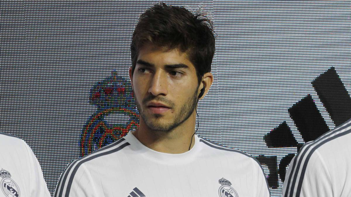Lucas Silva: Real Madrid loan midfielder back to Cruzeiro