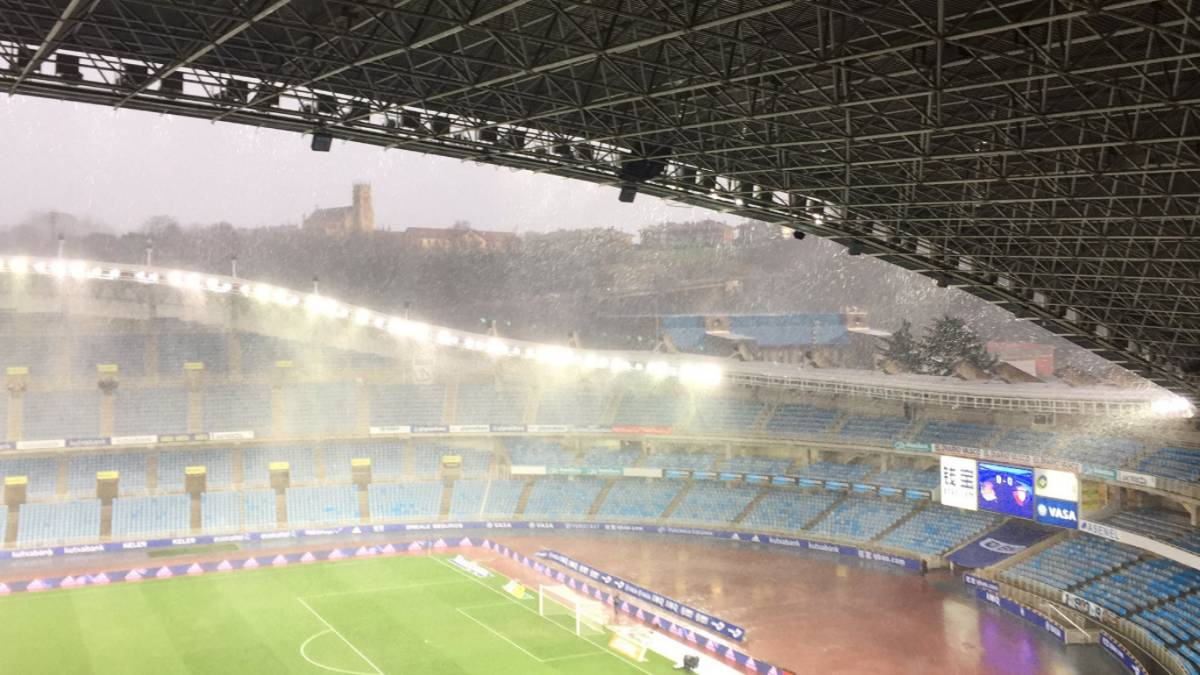 Game goes ahead at Anoeta despite torrential downpour