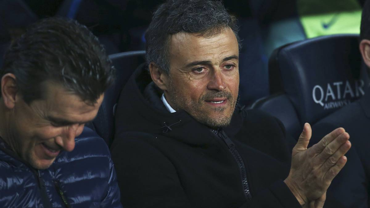 Camp Nou sings in support of Luis Enrique