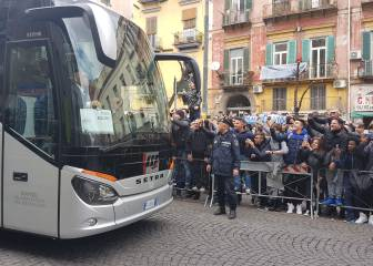 Napoli fans insult and jeer Real Madrid players at hotel