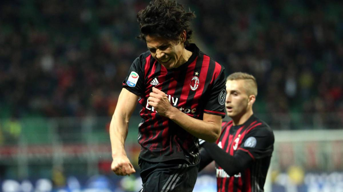Ac Milan' midfielder Matias Fernandez jubilates after scoring the 1-0 during the Italian serie A soccer match between Ac Milan and Genoa Cfc at Giuseppe Meazza stadium in Milan, Italy, 18 March 2017.