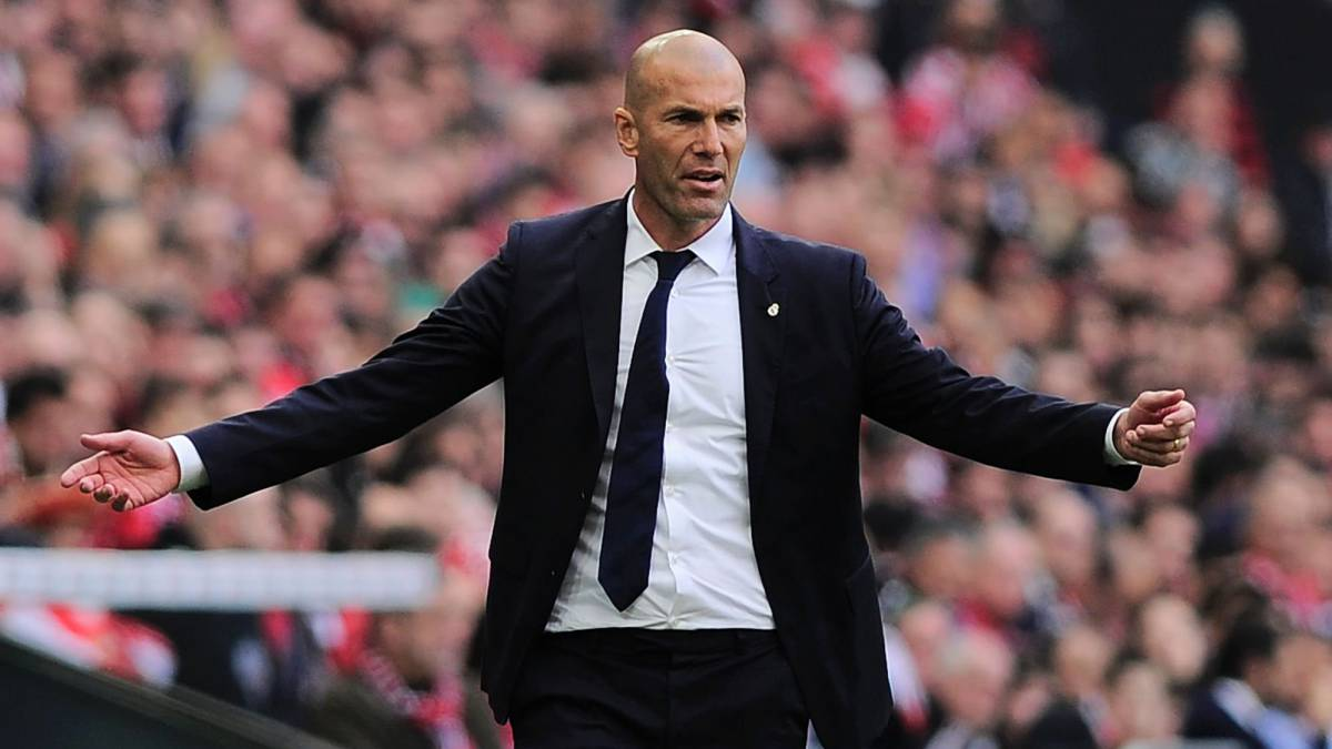 Real Madrid's French coach Zinedine Zidane gestures during the Spanish league football match Athletic Club Bilbao vs Real Madrid CF at the San Mames stadium in Bilbao on March 18, 2017.