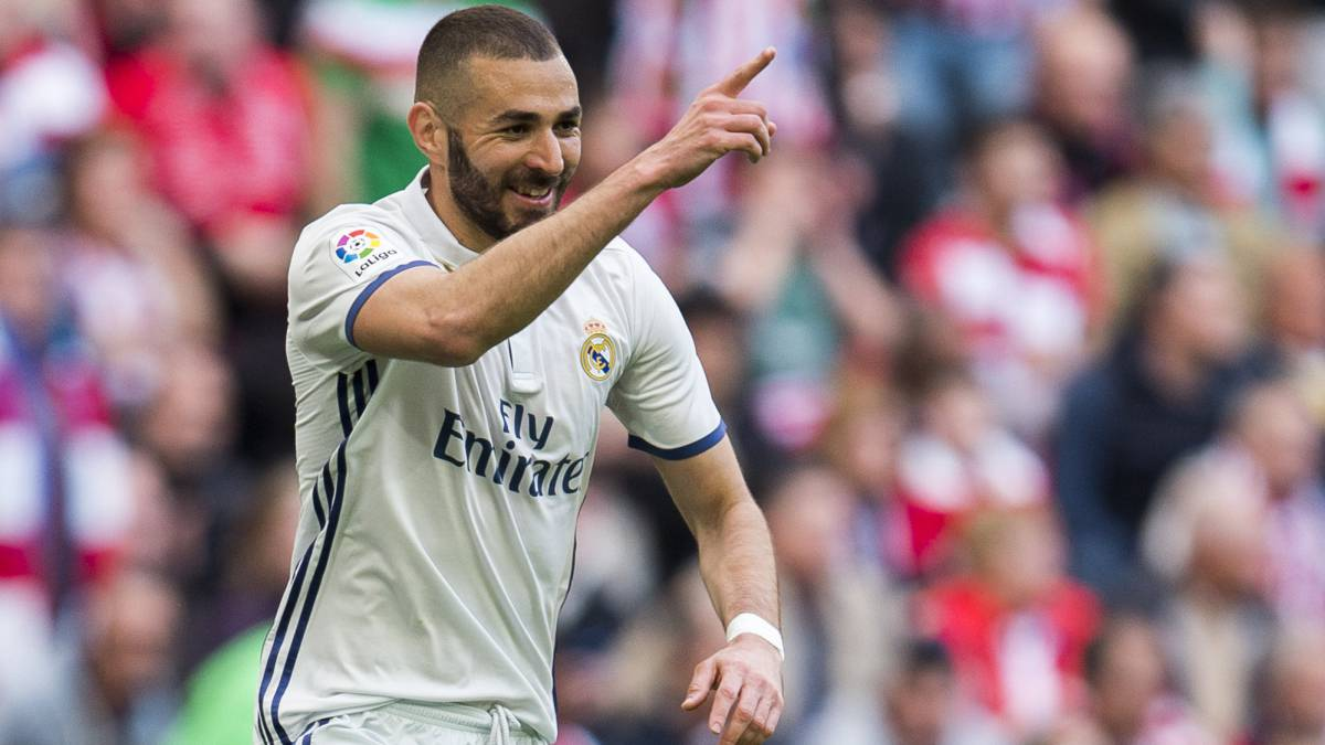 Karim Benzema of Real Madrid celebrates after scoring goal during the La Liga match between Athletic Club Bilbao and Real Madrid at San Mames Stadium on March 18, 2017 in Bilbao, Spain.