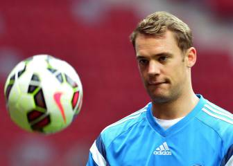 Alarm bells in Munich as Neuer undergoes foot operation
