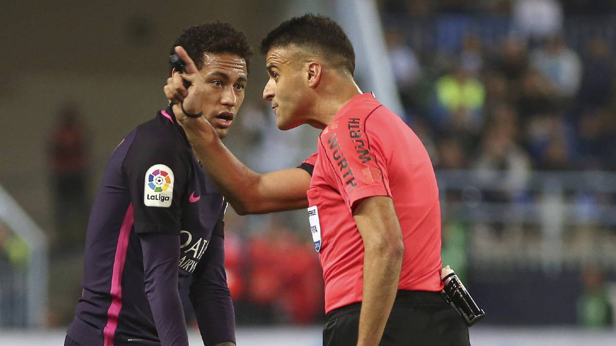 Neymar sent off against Málaga, will probably be suspended for El Clásico