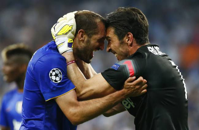 Chiellini y Buffon.