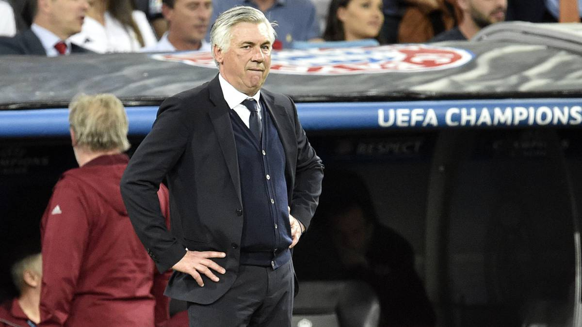 Bayern Munich's Italian head coach Carlo Ancelotti stands on the sideline during the UEFA Champions League quarter-final second leg football match Real Madrid vs FC Bayern Munich at the Santiago Bernabeu stadium in Madrid in Madrid on April 18, 2017.