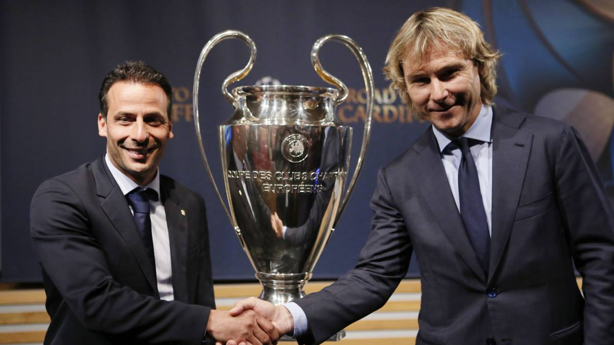 Giuly y Nedved.