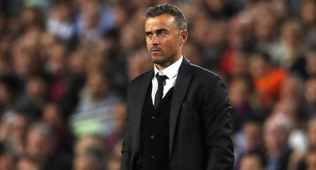 Barcelona Head Coach Manager Luis Enrique looks on during the UEFA Champions League match between FC Barcelona and Manchester City FC at Camp Nou on October 19, 2016 in Barcelona.