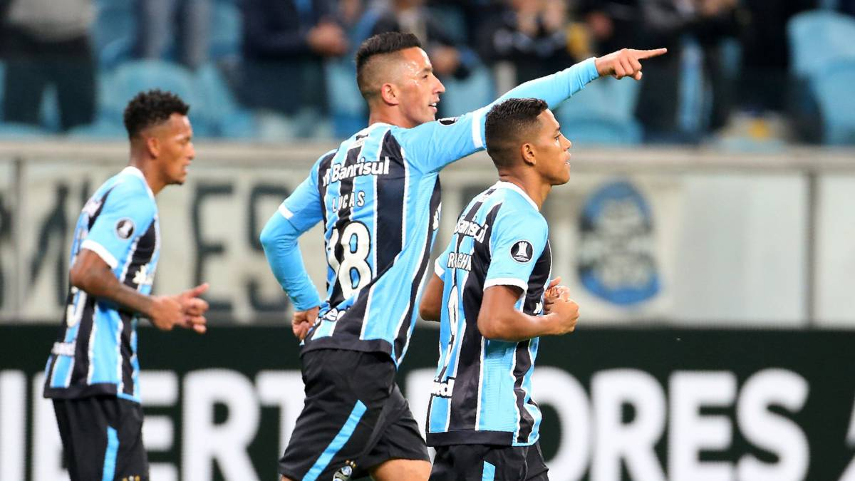 Barrios celebra el gol ante Guaraní en el Arena do Gremio.