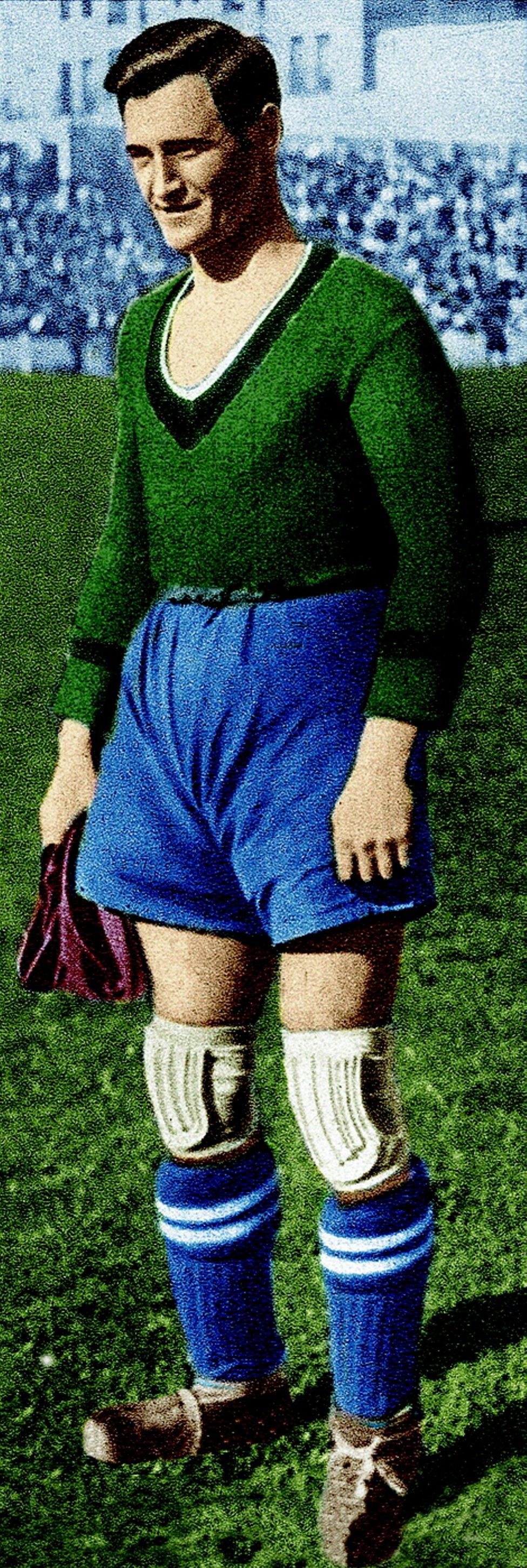 Jyula Alberty Vistió la camiseta del Real Madrid durante dos temporadas desde 1934 hasta 1936. Jugó en el Celta entre 1939 y 1941.
