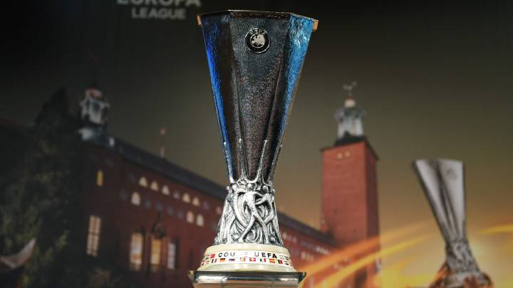 El trofeo de la Europa League es el objetivo final.
