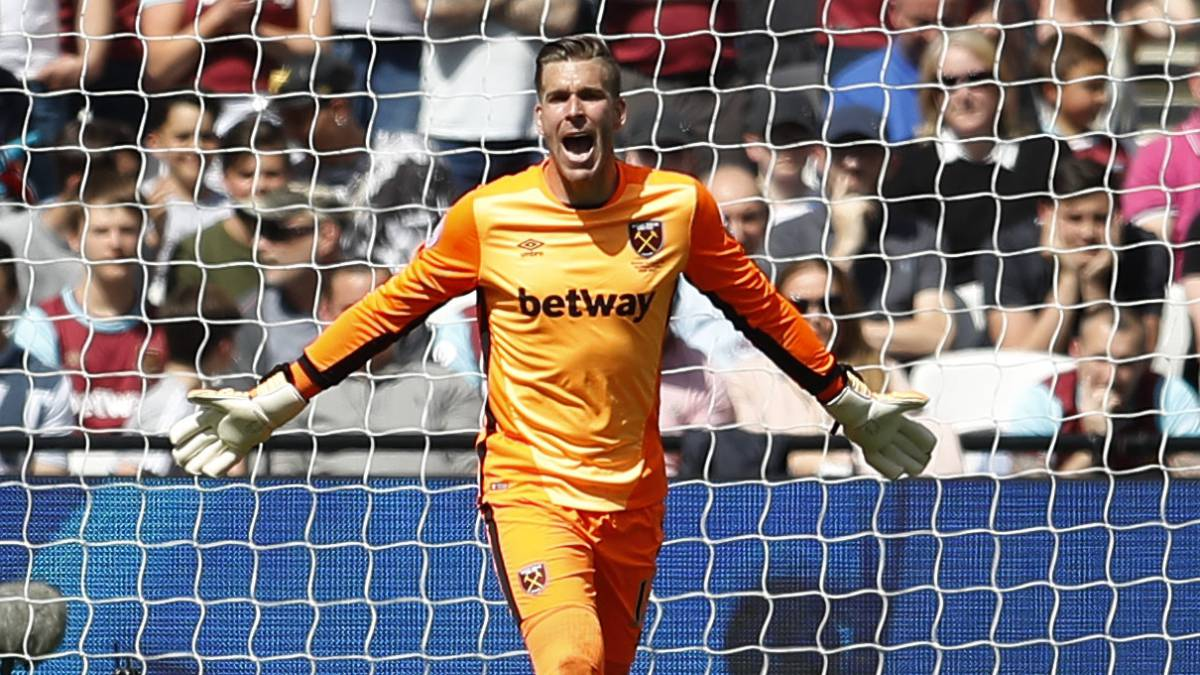 West Ham renew Adrián and open the door to Arbeloa