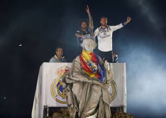Madrid celebrate at Cibeles with chants aimed at Piqué