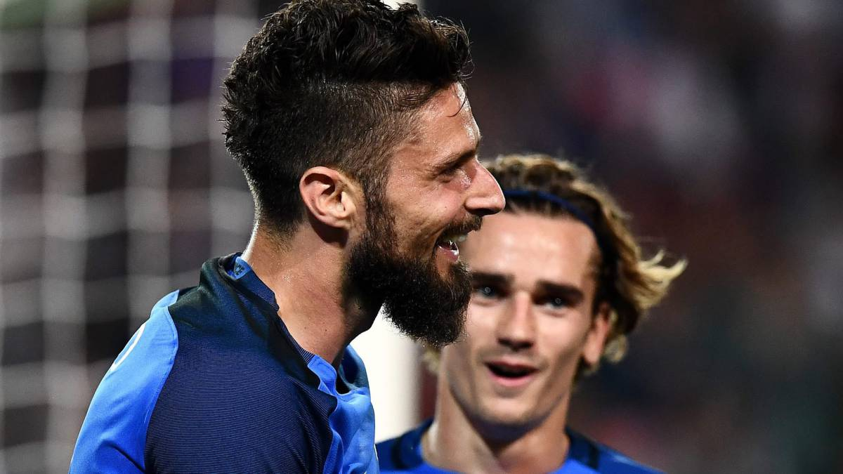 France's forward Olivier Giroud celebrates after scoring a goal during the friendly football match France vs Paraguay on June 2, 2017 at the Roazhon Park stadium in Rennes.