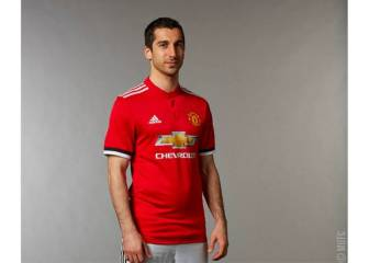 Internet takes the Mkhi after Utd post pic of