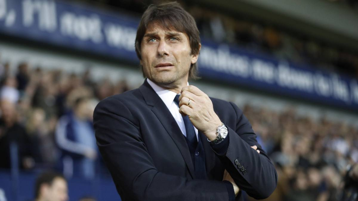 Antonio Conte: Chelsea manager signs new contract