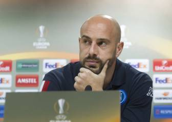 Napoli won't sell Reina or renew his contract