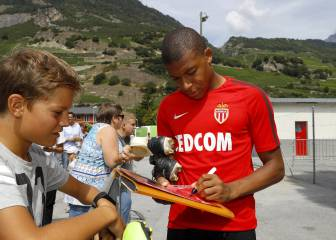 Monaco slam clubs over Mbappé tapping up