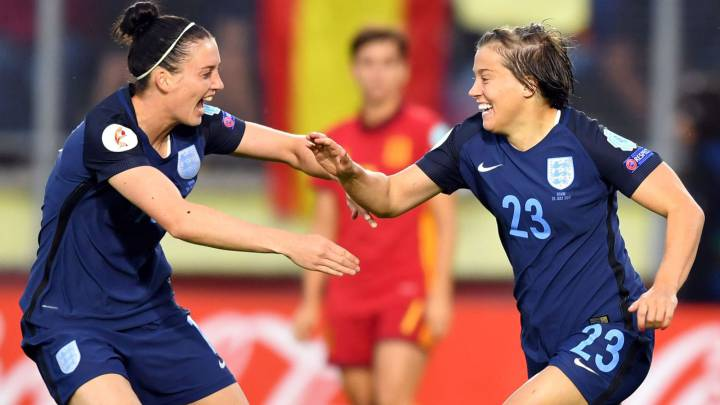 England\'s forward Francesca Kirby (R) celebrates after scoring a goal during the UEFA Womenx92s Euro 2017 football tournament match between England and Spain at Rat Verlegh Stadion in Breda city on July 23, 2017.