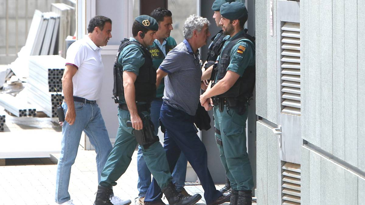 Ángel María Villar con la Guardia Civil.
