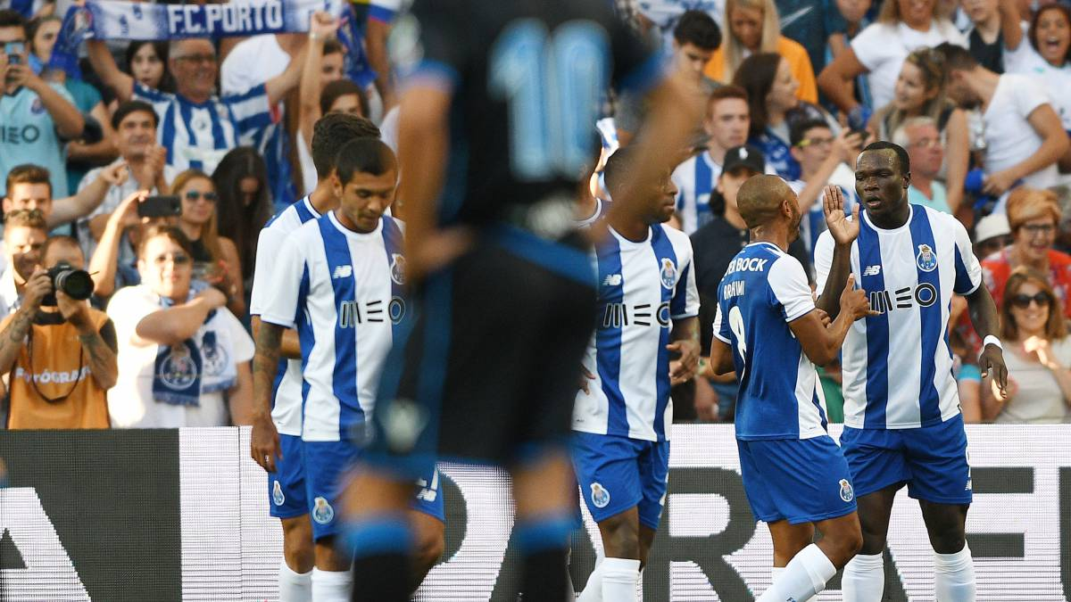 Aboubakar (1-R) of FC Porto celebrates with team mates after scores the first goal during the Pre-Season Friendly match between FC Porto and RC Deportivo La Coruna at Estadio do Dragao on July 30, 2017 in Porto, Portugal.
