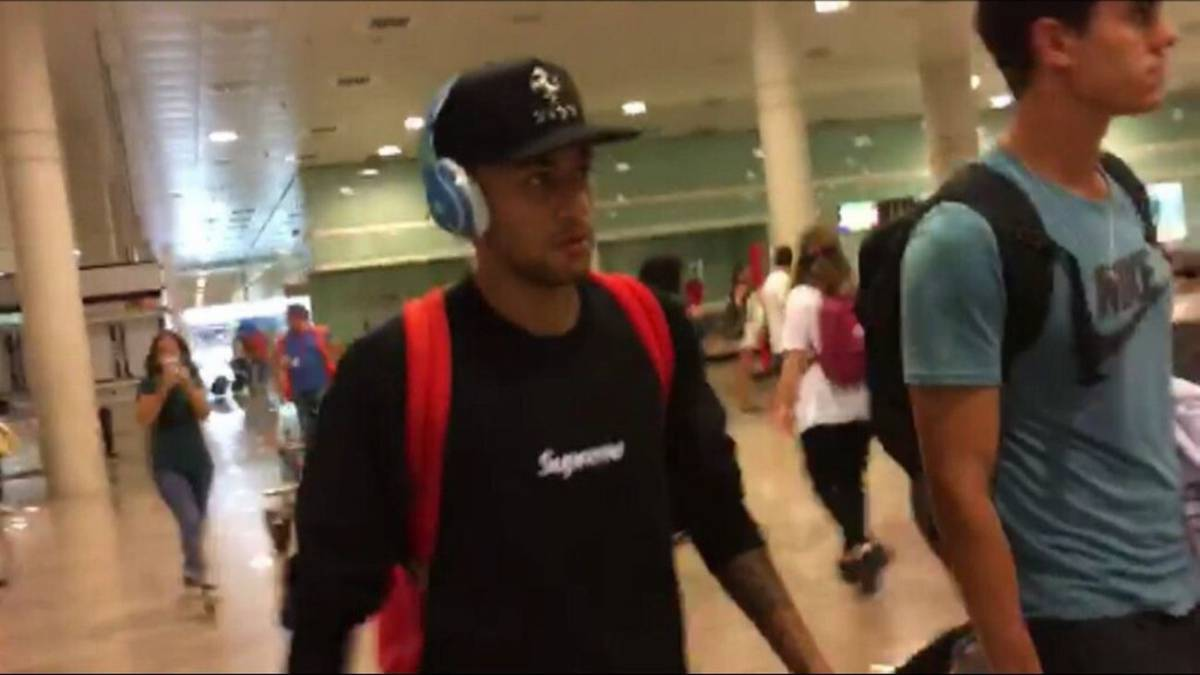 Neymar makes brisk exit on return from Shanghai trip