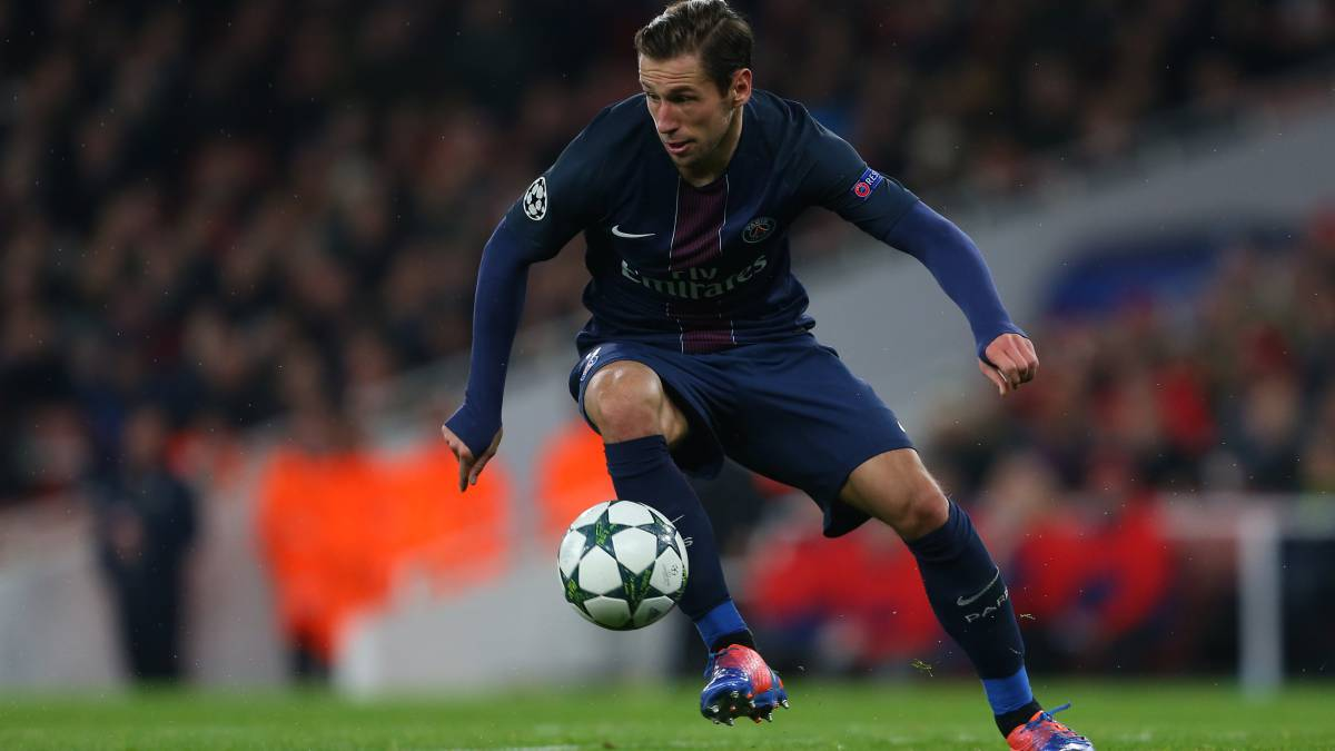 LONDON, ENGLAND - NOVEMBER 23: Grzegorz Krychowiak of Paris St Germain during the UEFA Champions League match between Arsenal FC and Paris Saint-Germain at Emirates Stadium on November 23, 2016 in London, England. (Photo by Catherine Ivill - AMA/Getty Images) PUBLICADA 15/06/17 NA MA13 1COL