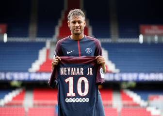I've seen that face before... Neymar, unveiled at PSG