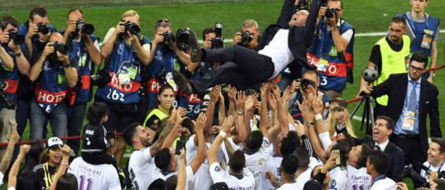 Real Madrid's French coach Zinedine Zidane is lifted by his players after Real Madrid won the UEFA Champions League final football match between Real Madrid and Atletico Madrid at San Siro Stadium in Milan on May 28, 2016. Real Madrid beat city rivals Atletico for the second time in three years to win the Champions League for the 11th time.