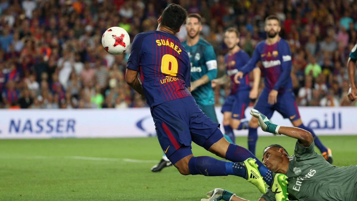 Luis Suárez goes down with what seemed to be little or no contact from Keylor Navas.