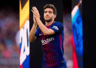 Sergi Roberto on his way out after Paulinho's arrival